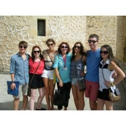 Carmen con grupo de estudiantes americanos en el Alcázar de Segovia