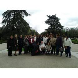 Carmen con su grupo a la salida del Palacio de La Granja
